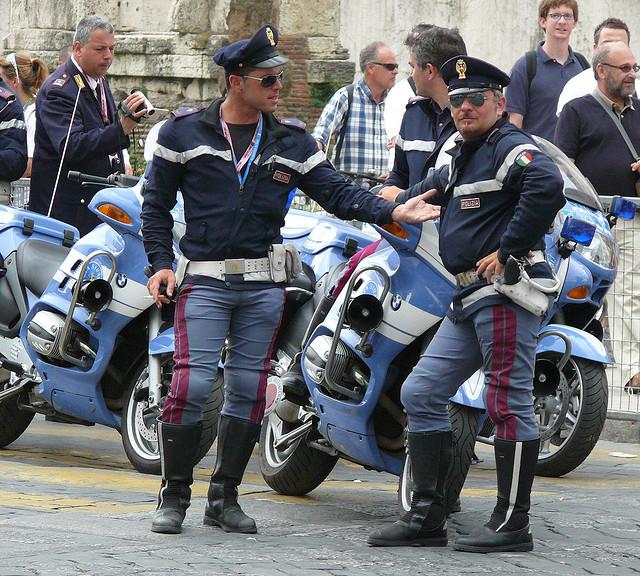 imageigkl italian police uniform.asp